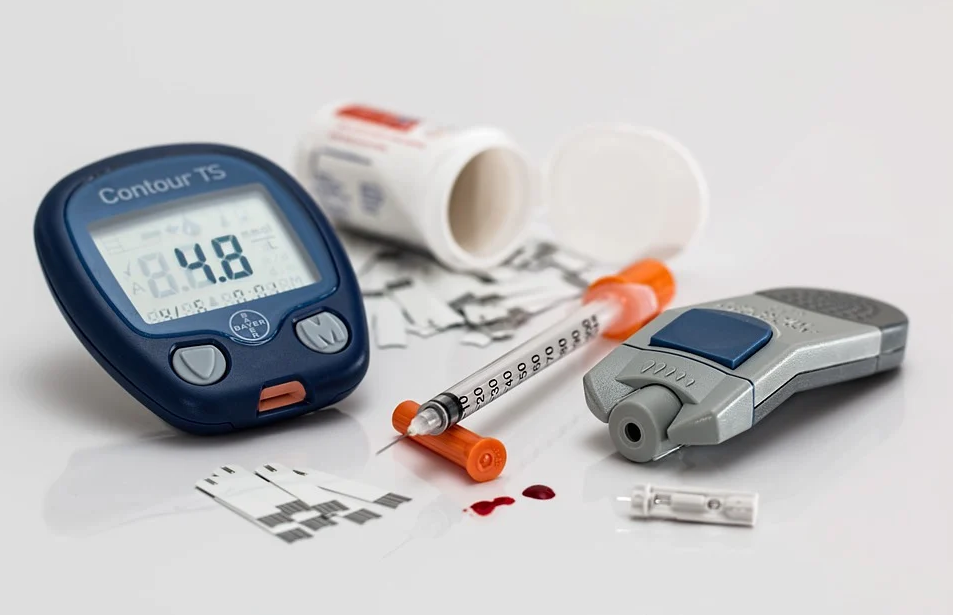 Diabetes test kit and insulin